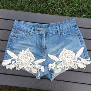 Ellison size M jean shorts. Super cool embroidery!